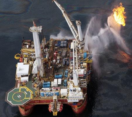 Q4000-oil-burniing-vessel