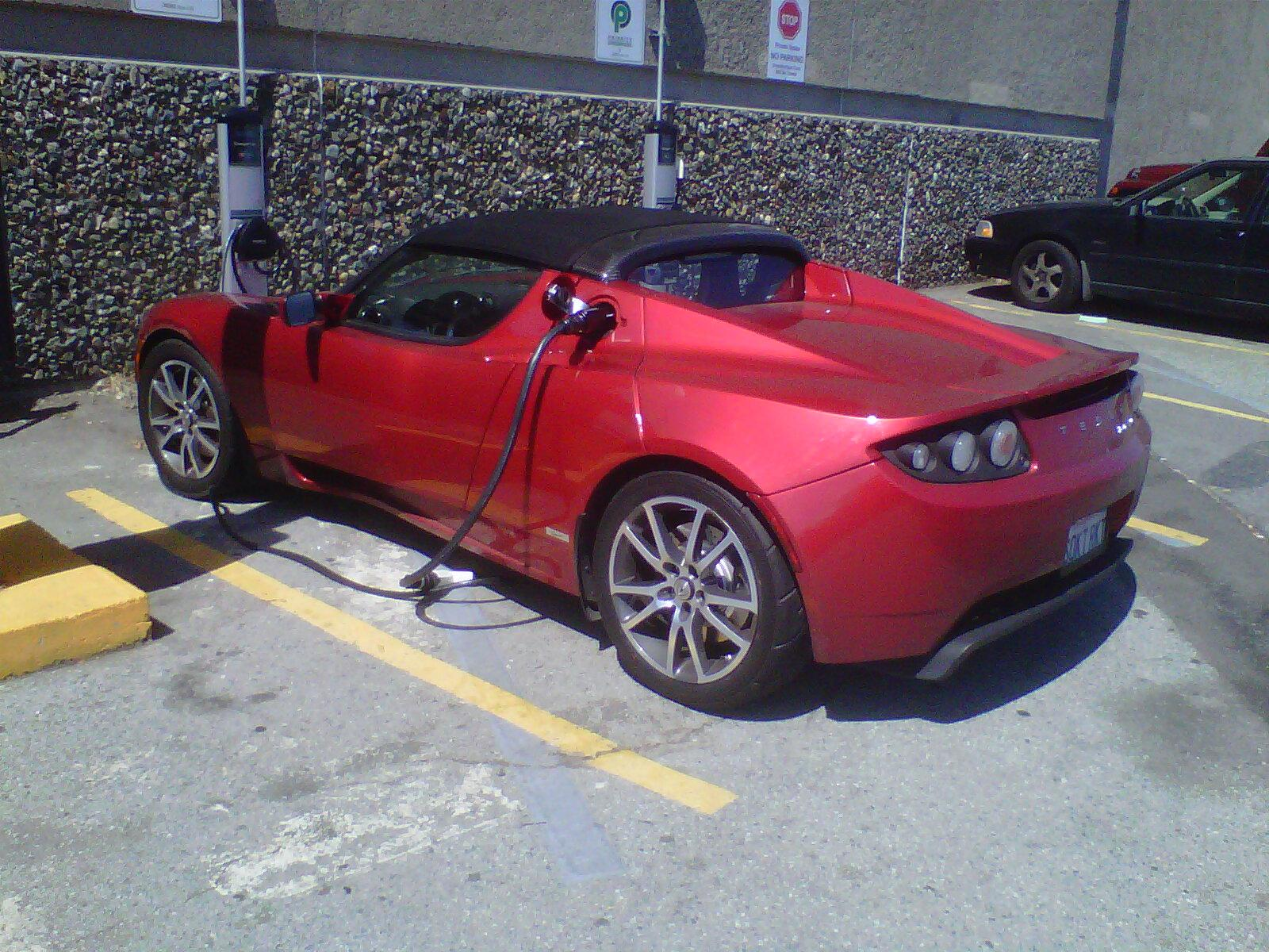 Tesla Roadster Charging in San Francisco. Credit: Author